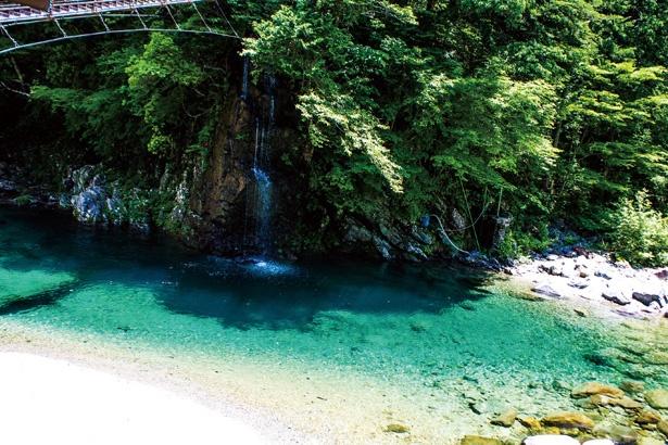 神秘的な川を眺めてリフレッシュ / 付知峡