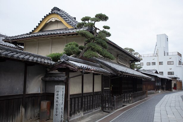 町並み保存地区に残される商家「旧松阪家住宅」。当時の繁栄ぶりがうかがえる