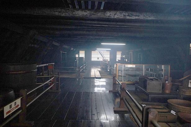 上階の展示室。かつてはここが養蚕の舞台だった