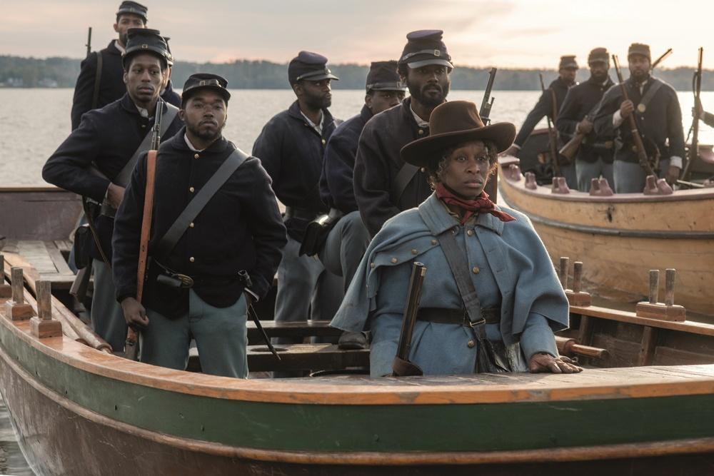 【写真を見る】大勢の黒人兵士を率いて南北戦争を戦ったハリエット