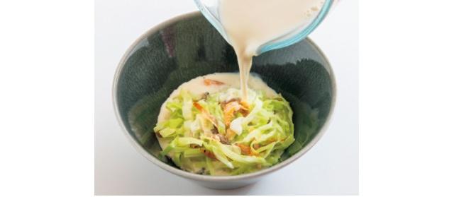 加熱した豆乳は、酢を加えたキャベツにすぐさま注ぐこと