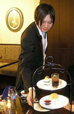 ケーキのお皿を交換してくれたり、こまめな気配りがうれしい