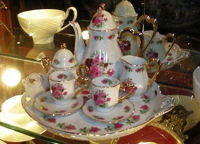 来店回数が増えると、お気に入りのカップで紅茶が飲めるサービスも