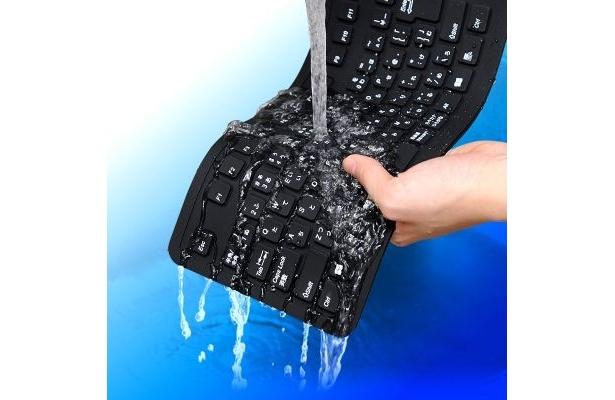 水洗いが可能!丸めて持ち運べるキーボード「400-SKB013」