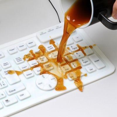【画像はこちら】お茶やコーヒーをこぼしても大丈夫!