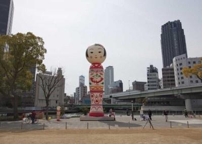 「おおさかカンヴァス」は巨大こけしが街に登場するなど楽しいアートプロジェクト
