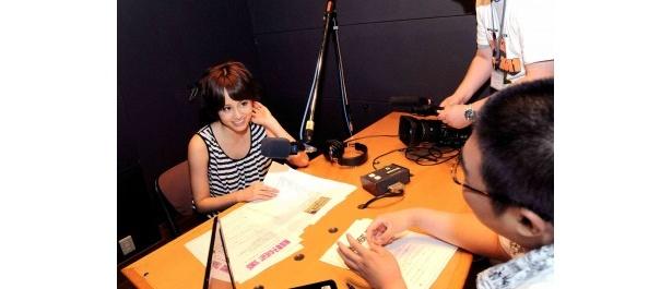 前田が出演するラジオにも番組は密着