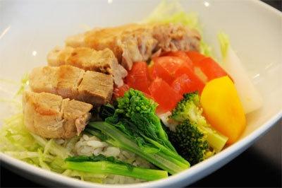日替わりランチメニュー「進化型 新春ラフテー丼」
