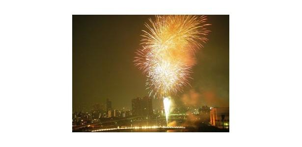 300年の歴史を持つ「隅田川花火大会」。今年は8月27日(土)に開催予定!