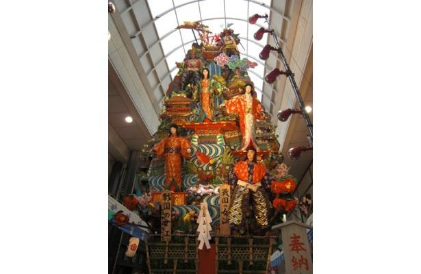 川端中央街にある飾り山 表「戦国の女江」