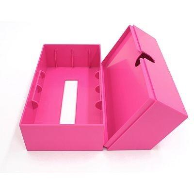 ケースを開いて市販のティッシュをケースに入れる