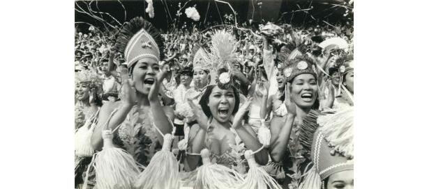45年前に後楽園球場に来場したフラガールたち