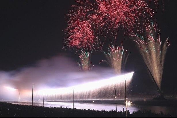 祭り初日の夜空を彩る大迫力の花火ショー / あつぎ鮎まつり大花火大会