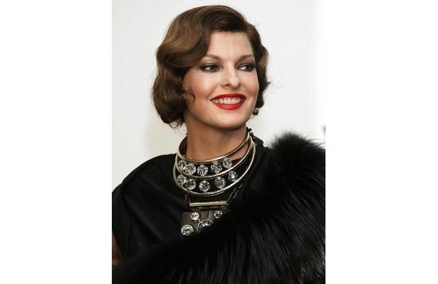 スーパーモデルのリンダ・エヴァンジェリスタ。彼女の4歳になる息子の父親は実はピノー氏だった