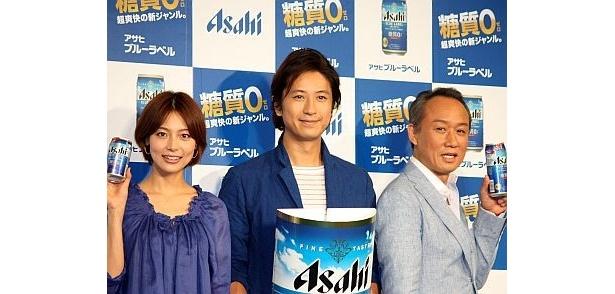 左から、相武紗季さん、谷原章介さん、西村雅彦さん。「アサヒ ブルーラベル」の新CMでは『妖怪人間ベム』をモチーフとしたコミカルなダンスを披露する3人