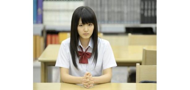 【写真】智恵美のクラスメイトでちょっと謎めいた存在の岩村莉愛を演じる鈴木愛理