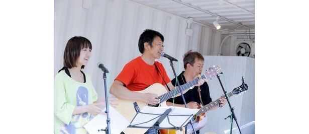 【写真】団長の井上和彦(中央)はテレビアニメ「NARUTO」のはたけカカシ役などで人気の声優