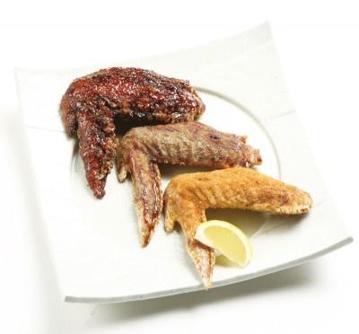 3種あるTWと世界の山ちゃんのコラボ手羽先。口にした瞬間の骨と肉の離れる感じが◎かなりのビッグサイズで豪快にかぶりつけそう。味付けはソース・オリジナル・七味の3種類。