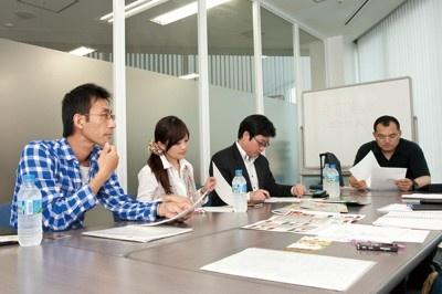 日本唐揚協会専務理事やカラアゲニスト、名古屋グルメに精通したライターが集まり、コラボメニューの方向性が決められた。
