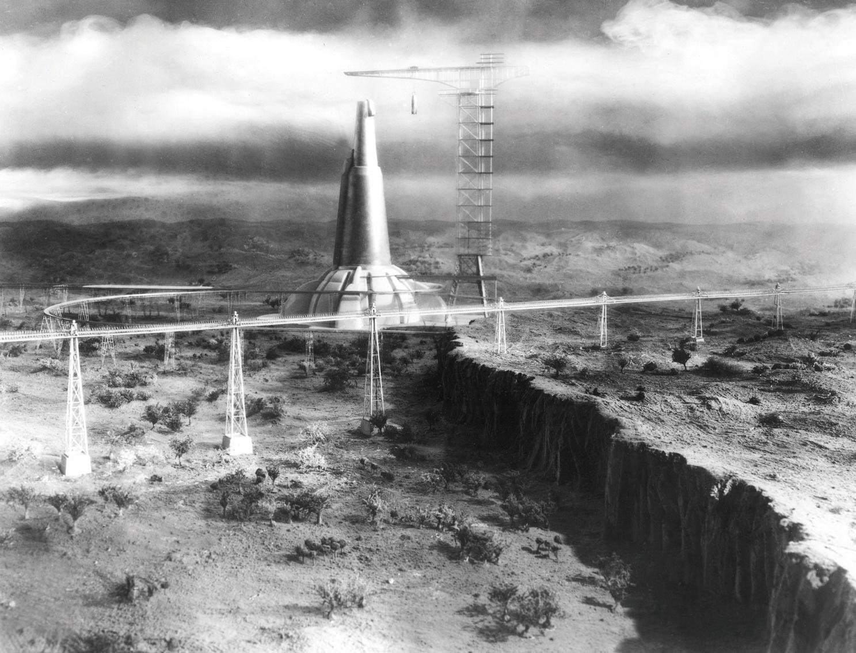 『来るべき世界 』(36)  SF小説の大家、H・G・ウェルズが自ら脚本を手掛けた1本。2036年の地下都市やそびえ立つ流線型の巨大砲台など、その未来像は今なお斬新