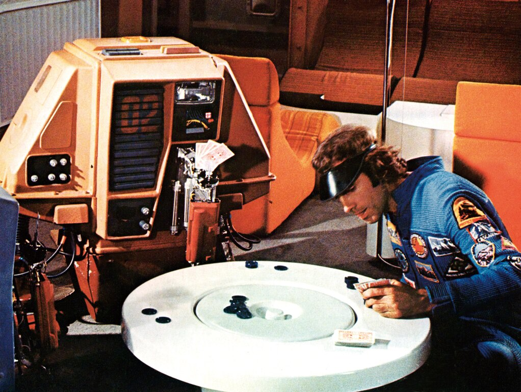 『サイレント ランニング』(72) 『2001年宇宙の旅』のSFXで活躍したダグラス・トランブル監督作。地球上では絶滅した植物を育てる宇宙船で働くロボットの人間臭い仕草が愛しい