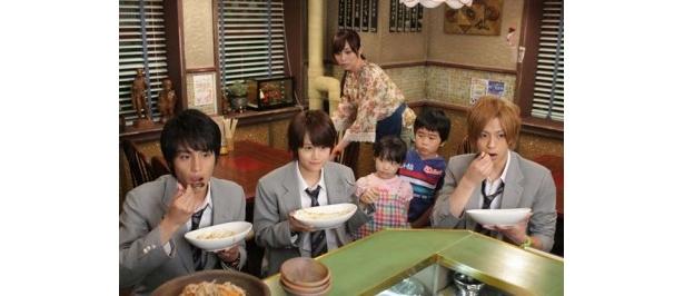芦田愛菜と前田敦子の共演が話題を呼んだ「マルモのおきて」の最終回のワンシーン