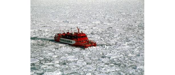 大きな2本のドリルで氷原を砕きながら突き進む「ガリンコ号�」