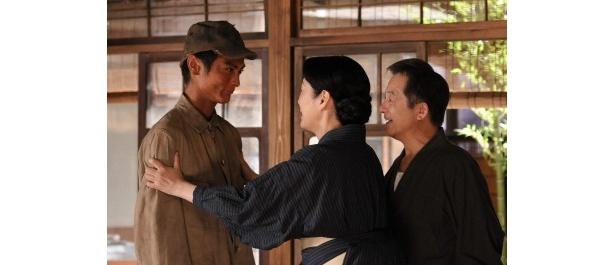 【写真】復員した息子・和成を迎える徳子