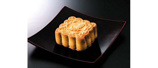 「重慶(じゅうけい)飯店」月餅(げっぺい)801 (1個)各日限定50個/徳島産の高級砂糖、阿波(あわ)和三盆(わさんぼん)糖を使い、まろやかで上品な甘さ。ほかにも杏仁豆腐(あんにんどうふ)やマンゴープリンなど、店舗で人気のスイーツも
