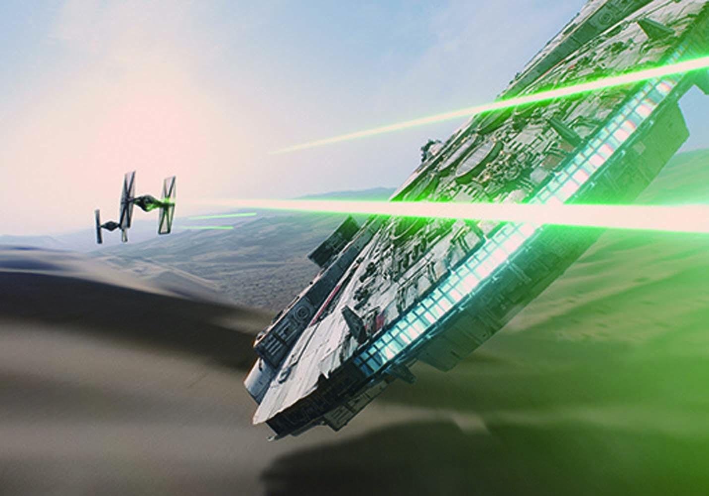 『フォースの覚醒』では、レイとフィンがミレニアム・ファルコンに乗り込み宇宙に飛び出した