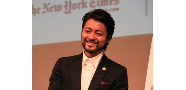 終始、神妙な面持ちの山田孝之だったが、ニューヨーカーの突っ込みに思わず笑みがこぼれる