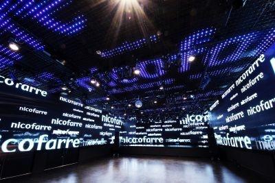 360度に配置されたLEDモニターに、ニコ動ユーザーの「コメント」を踊らせることも可能!ライブハウス『ニコファーレ』内部