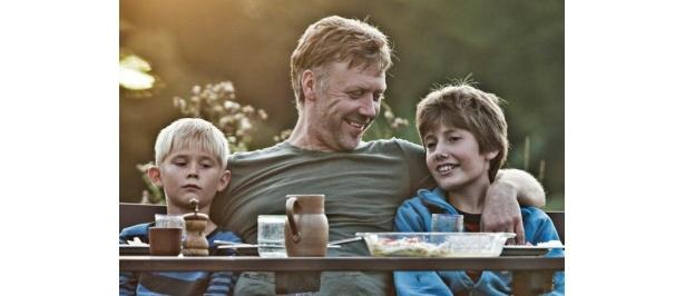 第83回アカデミー賞、第68回ゴールデン・グローブ賞で外国語映画賞を受賞した『未来を生きる君たちへ』は8月13日(土)より全国順次公開