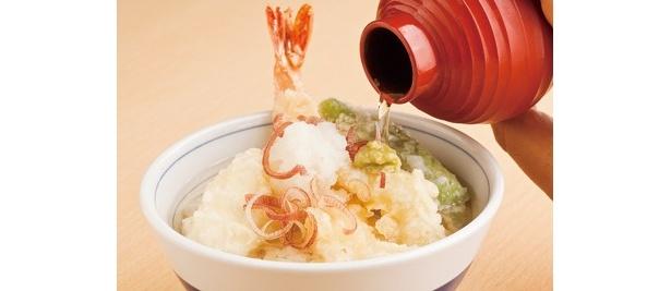 キーンと冷たい白ダシ汁をたっぷり注ぎ、かっ込むのがツウの食べ方!