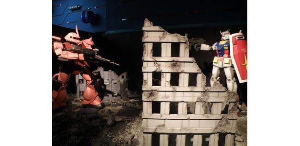 「シャア専用ザクVSガンダム」の戦闘ジオラマ(1/10サイズ)も本邦初公開