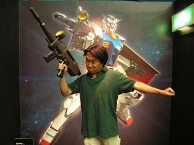 「MSウェポンメモリアルフォト」コーナーでは、ガンダムやザクの武器を手に取って、記念写真を撮ることができる。