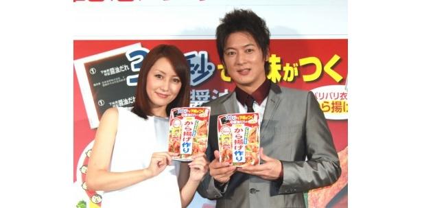 PRイベントに登場した矢田亜希子と細川茂樹(写真左から)