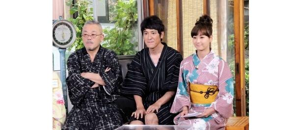 海外留学生から見た日本の印象やすばらしさに聞き入る田中、藤本、井筒