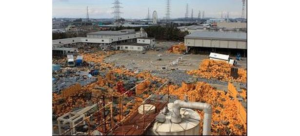 地震により4基のビール貯蔵タンクが倒壊した