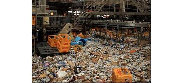 津波により構内全域が浸水。また、商品などが構外へと流出した