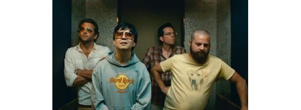 映画に出演しているブラッドリー・クーパー、ケン・チョン、エド・ヘルムズ、ザック・ガリフィアナキス(写真左から)