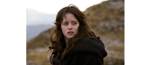 男たちを手玉に取る謎の女に扮したイギリスの新人女優クレア・フォイ