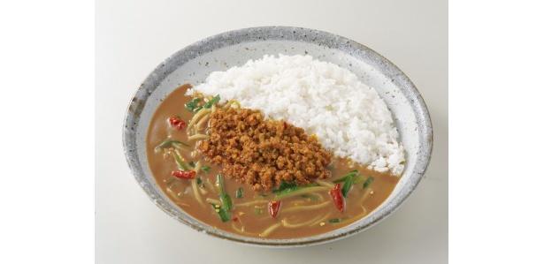 台湾カレー850円(愛知県限定)/刺激的な辛さに仕上げられたカレーに挽き肉、ニラ、モヤシが絶妙に絡む。唐辛子が辛さの決め手。