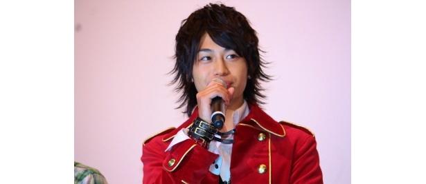 【写真をもっと見る】ゴーカイレッド役の小澤亮太も笑顔で挨拶