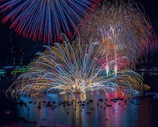 水中花火と水上花火の違いとは?それぞれの代表的な花火大会も紹介!