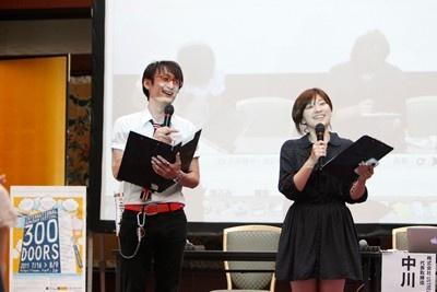 司会の多田哲也(左)、森本麻友