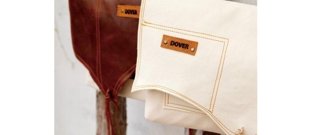 皮のボディラインを生かして断裁するため、1点1点異なる表皮のカッティングがバッグの個性となる