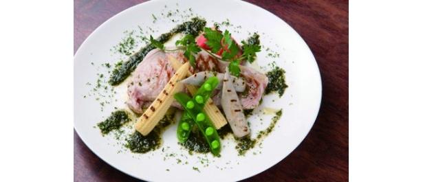 Salon Restaurant Anquia(サロン レストラン アンキア)の、美濃けんとん豚のグリル 自家製バジルソース(1600円)