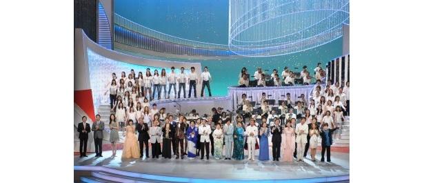 【写真】'10年の「第42回 思い出のメロディー」は松下奈緒が司会に抜てきされ話題を呼び、大成功を収めた