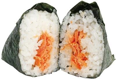 少ししょっぱ目のサケがクセになる! 手巻 山漬け紅鮭(130円/ファミリーマート)※発売中